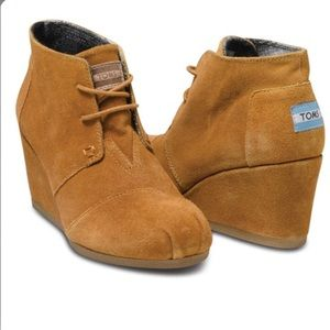 Toms • Chestnut Desert Wedge Booties